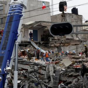 Latest Mexico quake spreads alarm, some rescue efforts suspended