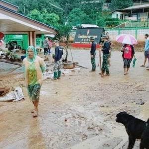 Mudslides swamp Chiang Mai village
