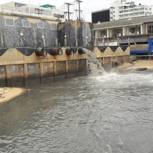 """""""Danger to tourists"""" as filthy water continues to spew into Pattaya sea"""