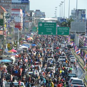 Police to clear Sukhumvit right lane April 18-19