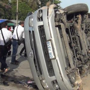 Indian tourists hurt as van plunges into ditch in Chon Buri