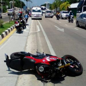 Phuket motorbike speedster hits palm tree at high speed, dies