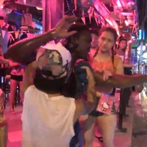 Nigerian man beaten after giving the middle finger in Pattaya