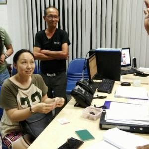 Phuket taxi driver hands in Chinese tourist's misplaced possessions