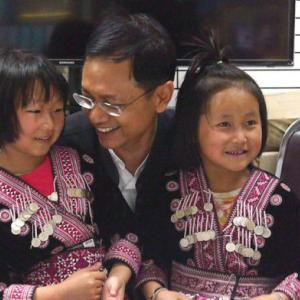 British tabloids apologize for calling Hmong girls 'tiny thieves'