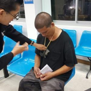 Drunk American arrested in Prachuap with 'gun necklace'