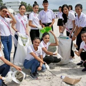 Beauties clean up the beach in Phetchburi and Prachuab Khiri Khan