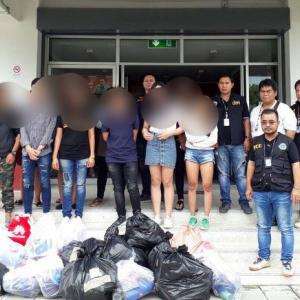 Officials raid Phuket Central Festival IT shops, net 2mn in counterfeit goods