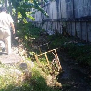 Chalong Municipality calls in private company over polluted stream