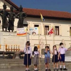 Chiang Mai kids hoist anti-smog flag, demanding action