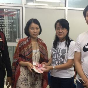 Phuket nurse returns bag full of money left behind by Chinese tourist