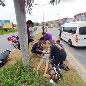 Biker drives into tree in Sattahip