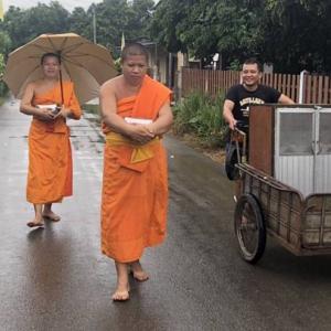 Lamphun monks use portable kitchen cabinets for alms to reduce plastic bags