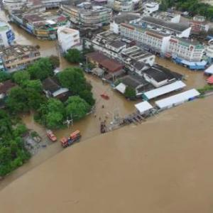 Market flooded as Muang dam bursts