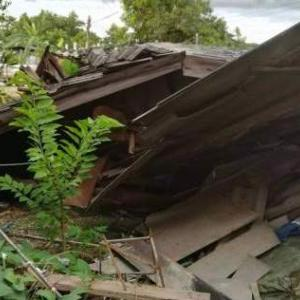Elderly woman and son forced to live in school in Lampang after home collapsed