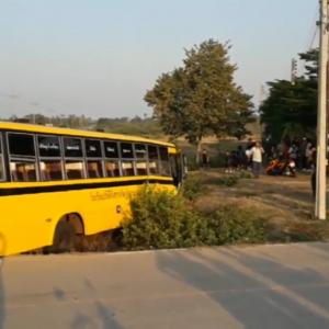 Students slightly injured in Cha-Am bus crash