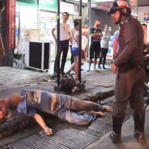 Pattaya cabbie knocks out foreign tourist who grabbed his shirt