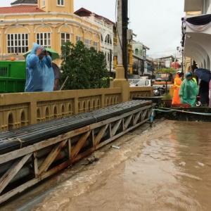 Fears of Phuket Town floods subside, landslip in Patong