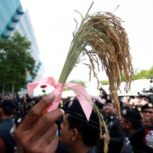Prosecution cites agencies' warnings on rice scheme to accuse Yingluck