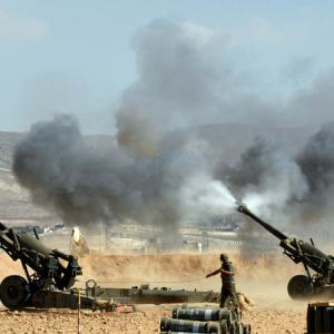 Syrian army, Hezbollah attack Islamic State near Lebanon border