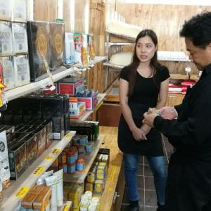 Chinese Souvenir Shops Investigated for Illegally Selling Medicines
