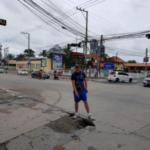 Concerned Foreigner Points Out Perilous Pothole In Pattaya Road