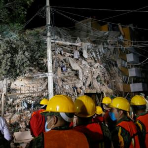 Rescuers get closer to trapped girl as Mexico quake toll passes 220